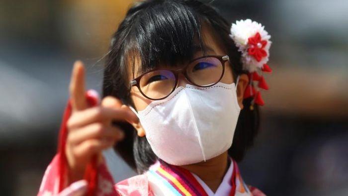 Jepang bertaruh pada strategi 'lockdown lite' untuk mengalahkan coronavirus. Bisakah itu menang?