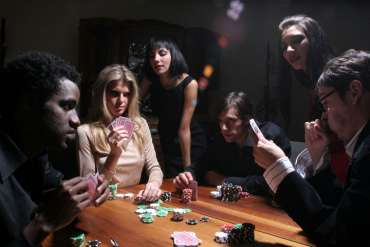 Ubah Cerita Perjudian Poker Anda dengan Bermain dengan Dewapoker