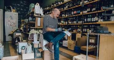 """Ini seperti Tahun Baru setiap hari,"" karena penguncian mendorong peningkatan penjualan minuman keras dan pot"