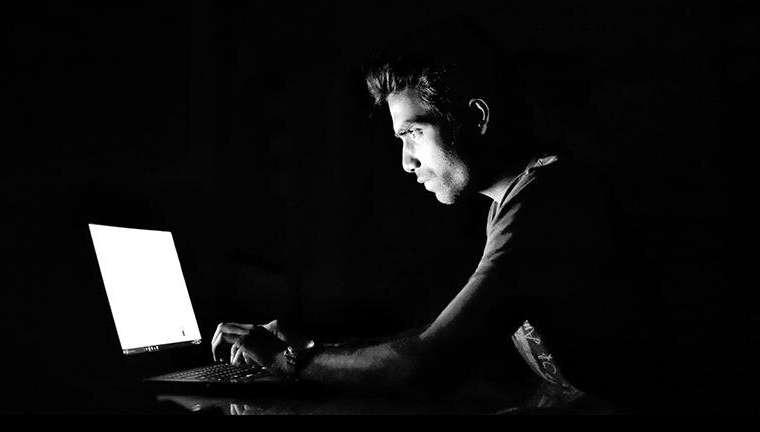 Para peneliti untuk melacak dampak dari penguncian pada alkohol, perjudian dan penggunaan pornografi