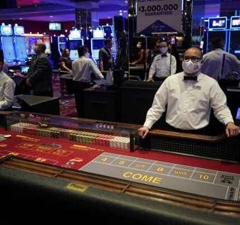 APTOPIX_Virus_Outbreak_Vegas_Casinos_88746