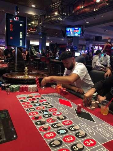 'Hari terbaik yang pernah ada': Para penjudi berduyun-duyun ke pusat kota Las Vegas pada malam pertama pembukaan kembali kasino - Berita - The Daily Jeffersonian
