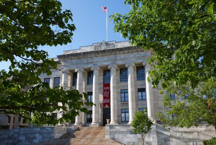 EPIC memberikan pendidikan masalah judi dengan Harvard Medical School