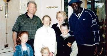 Pertaruhan dan golf Michael Jordan dalam perjalanan ke Irlandia dikenang oleh sopir bus Kerry, Dennis Carroll