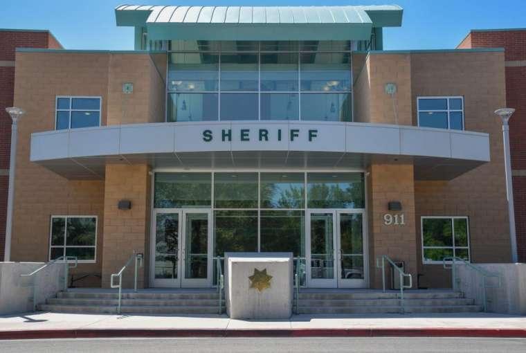 Pria Carson City ditangkap setelah mencuri uang teman sekamarnya untuk membayarnya sewa, kemudian berjudi uang dan kehilangan | | Berita Carson City Nevada
