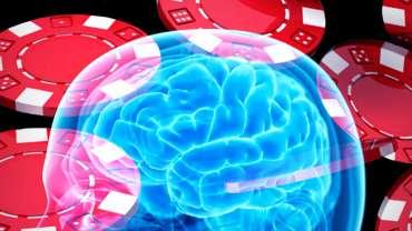 Gambar X-Ray Otak Manusia Dengan Latar Belakang Chip Poker