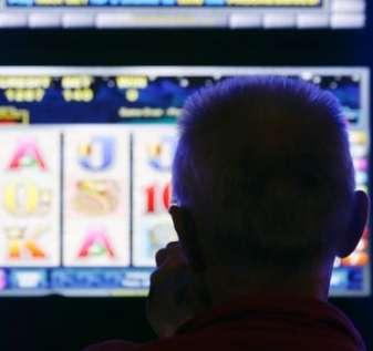 Berjudi di VLT: Komunitas Alberta bergulat dengan larangan lama pada mesin populer