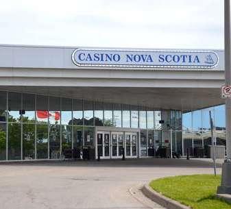 JOHANNA WOLFERT: Berjudi memangsa orang miskin; manfaatkan kembali sebelum kasino dibuka kembali | Perspektif Lokal | Pendapat