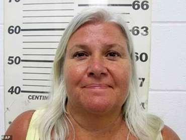 Lois Riess ditangkap di Texas pada April 2018 dengan tuduhan membunuh suaminya di Minnesota dan seorang wanita, Pamela Hutchinson, di Florida