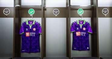 Bristol City salah satu dari sedikit klub yang mempertahankan sponsor perusahaan judi