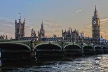 Laporan GB panggilan untuk topi deposit £ 100, badan pengawas baru