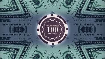 Chip Kasino Seratus Dolar Dengan Latar Belakang Uang Seratus Dolar