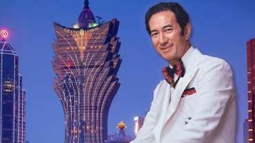 Stanley Ho Dengan Latar Belakang Grand Lisboa Macau