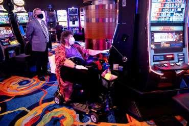 """Ketika Atlantic City kembali, para penjudi mengusir rasa takut COVID: """"Saya kehilangan diri saya di sini."""" - Berita - New Jersey Herald"""