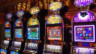 Masalah penjudi Canberra masih menghadapi kehilangan ribuan dolar setelah partai-partai besar menolak batas taruhan yang lebih ketat pada mesin poker