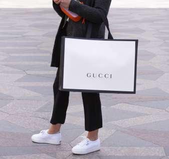 Dana Stimulus Bisnis Kecil Bukan untuk Gucci dan Perjudian