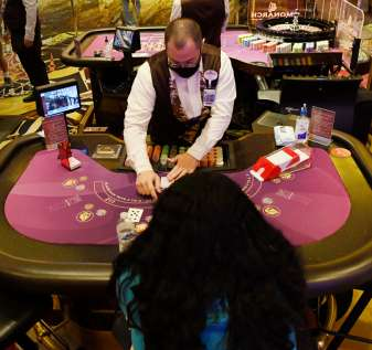 Taruhan NFL, kembalinya permainan meja secercah harapan di kota-kota kasino yang terkena dampak COVID di Colorado