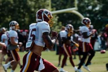 Kesepakatan yang membawa kamp pelatihan musim panas Washington Redskins ke Richmond menelan biaya lebih dari $ 11 juta. (Ned Oliver / Virginia Mercury)