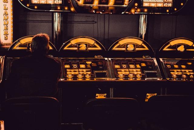 Bagaimana Operator Kasino Masuk ke Pasar Perjudian Online AS — Stasiun Kota Asal | KHTS FM 98.1 & AM 1220 — Radio Santa Clarita